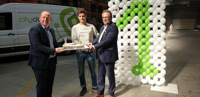 Met Kristof Gouvaerts, managing director bij BD Logistics, Sander Vandenberghe van Cargo Velo en Antwerps mobiliteitsschepen Koen Kennis.
