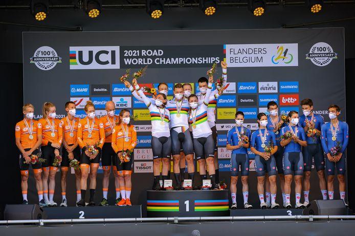 Het WK wielrennen strijkt in 2025 neer in Afrika. Momenteel vindt de wereldtitelstrijd plaats in België, waar Duitsland gisteren het goud bij de gemengde ploegentijdrit veroverde. Nederland pakte het zilver en het brons was voor Italië.