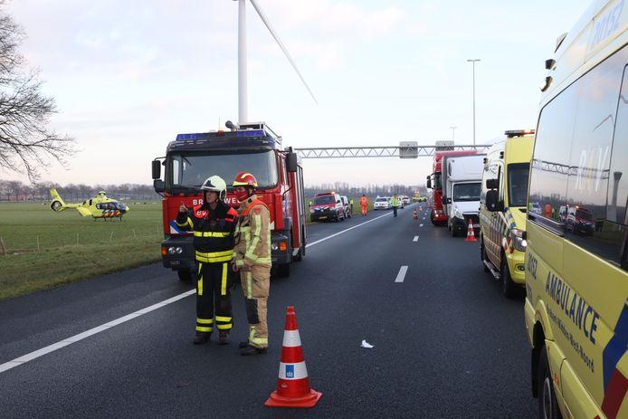 A58 van Oirschot tot Moergestel dicht door ongeval met drie vrachtwagens.