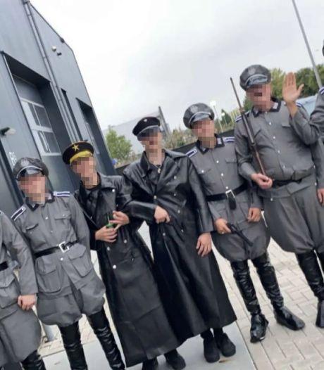 Burgemeester woedend over 'coronaprotest' met als nazi verklede jongeren op Urk: 'Smakeloze actie'