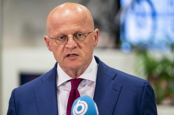 Minister Ferd Grapperhaus na afloop van het overleg in het provinciehuis over de coronamaatregelen met burgemeesters van de 25 grootste gemeenten.