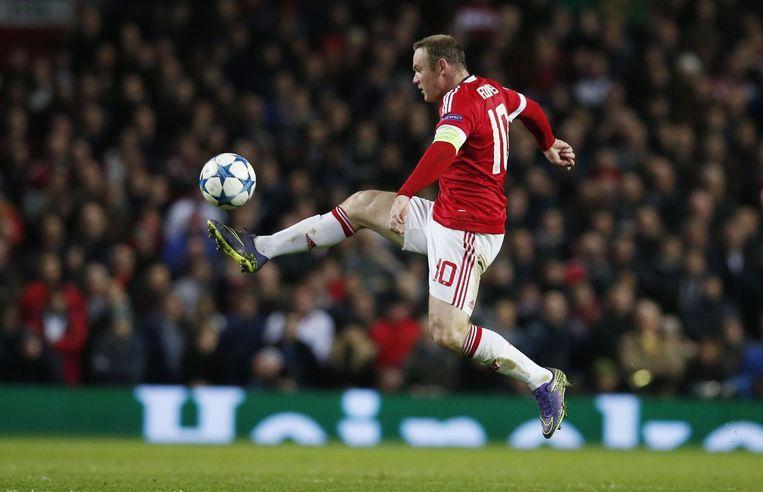 Wayne Rooney controleert de bal. Beeld photo_news