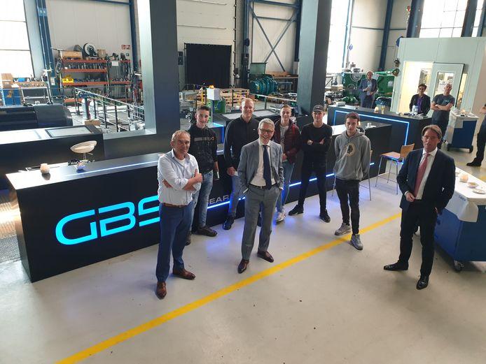 Alber van Ekeren (GBS), Peter Vrancken (Da Vinci College) en wethouder Paul Boogaard zijn blij met de start van technische bedrijfsschool