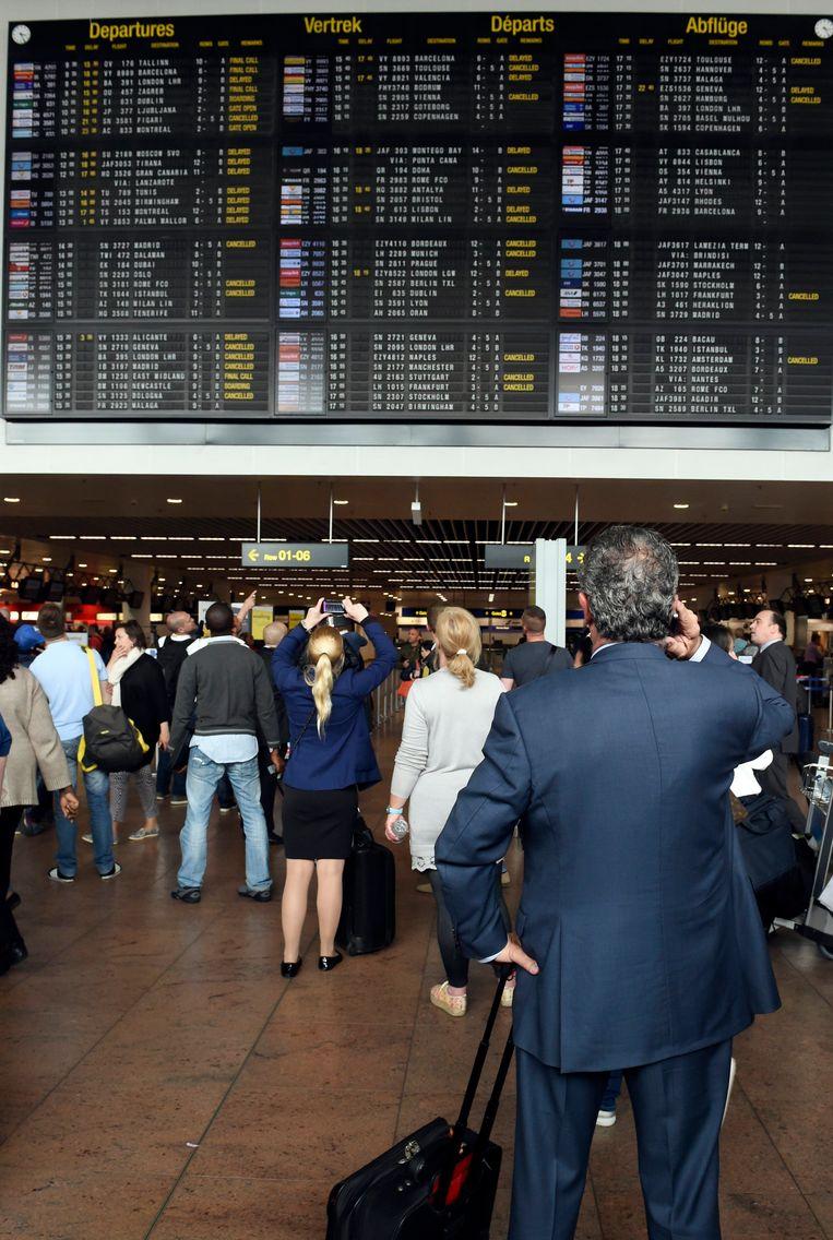 Gestrande reizigers op de luchthaven van Zaventem. Beeld PHOTO_NEWS