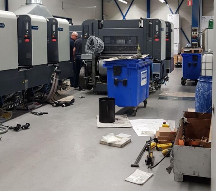 De drukpers na de crash, er zijn onderdelen afgebroken in de keertrommel en toren vier en vijf liggen in puin.