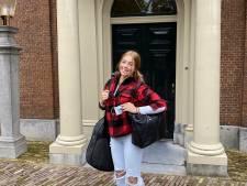Alexia bepakt en bezakt op weg naar Wales