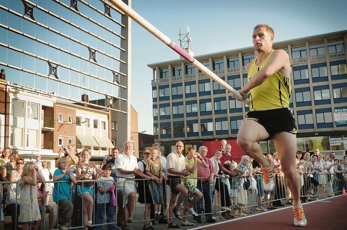 Ook ik  Hengelo was in 2017 een wedstrijd voor polsstokhoogspringers in het centrum van de stad.