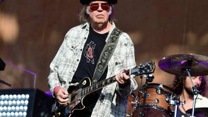 Neil Young kondigt nieuwe muziek aan