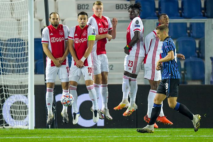 Ajax-aanvoerder Dusan Tadic is morgenavond niet van de partij tegen FC Midtjylland.