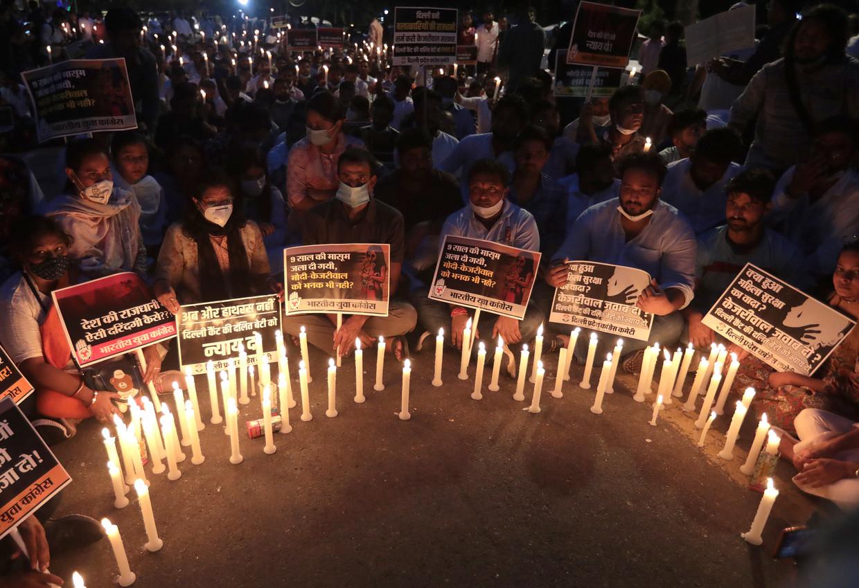Indiase activisten kwamen woensdag in grote getale  op straat in New Dehli, om te protesteren tegen de onrechtvaardige dood van het 9-jarige meisje. Beeld EPA