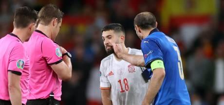 """""""Menteur!"""": Chiellini taquine Jordi Alba après un malentendu lors du tirage au sort des penalties d'Italie-Espagne"""