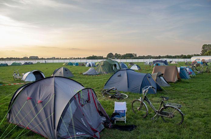 De AID toen er nog geen corona was, kamperen op de campus van Wageningen Universiteit.
