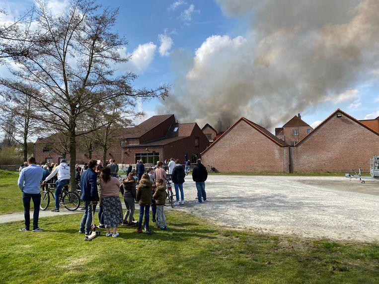 Zware brand in Opwijk: meerdere appartementen in brand. Beeld TVP