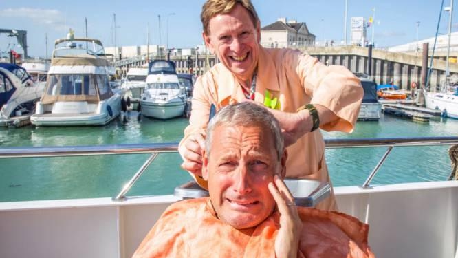 """'Alberto Vermicelli' knipt de haren van Gertje na lange tijd nog een keer: """"Zorg dat ik straks niet naar een échte kapper moet"""""""