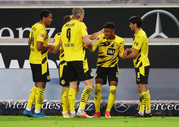 Dortmund viert de winning goal van Knauff.
