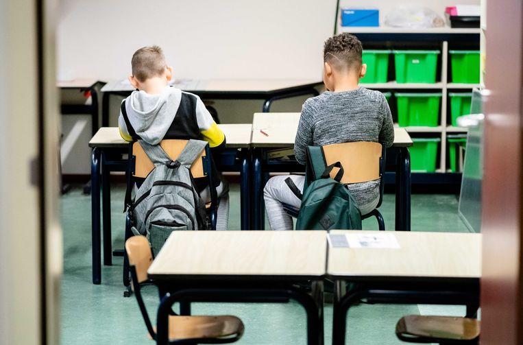 Leerlingen op de noodopvang van een basisschool in Den Haag.  Beeld ANP