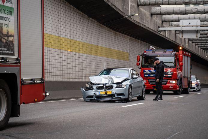 Rijkswaterstaat begon kort na het ongeval met het schoonmaken van het wegdek.
