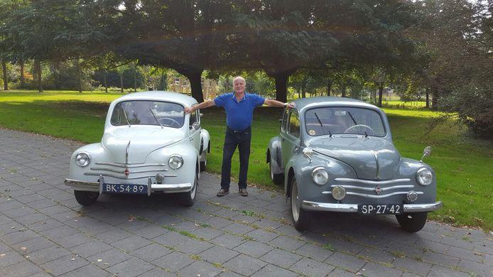 Cor Rutgrink met zijn twee klassieke Renault 4-tjes
