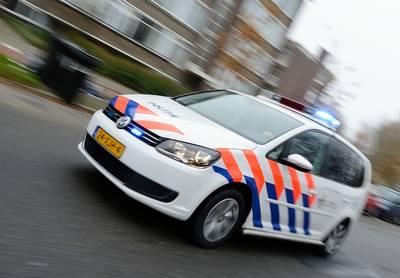 Man rijdt in op Dordtse politieagent