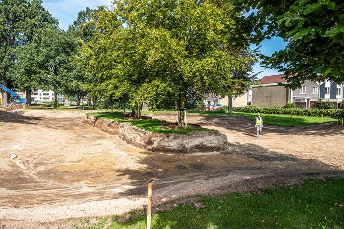 Het Weijerpark komt er anders uit te zien. De drie bomen in het midden krijgen een andere plek in het park