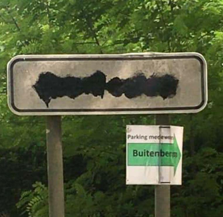 Een beklad bord in Leopoldsburg.