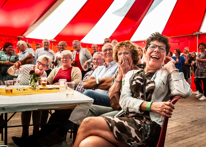 Feest in tent in Winssen