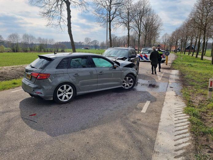 Bij een ongeluk op de Corleseweg raakten drie auto's beschadigd.