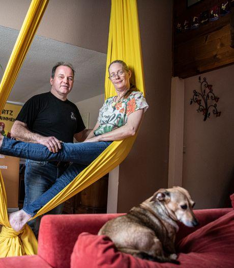 Door corona hebben clowns Petra en Michaël geen werk: 'Moeten kunstgebit afbetalen'