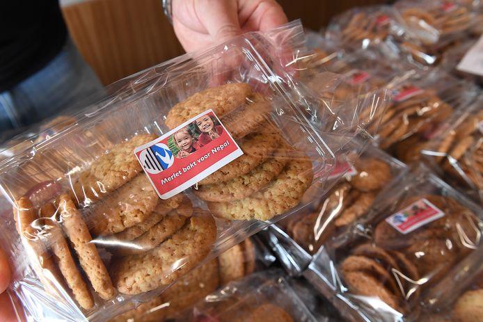 Leerlingen van het Merletcollege in Cuijk bakken koekjes voor arme kinderen in Nepal, die door corona getroffen zijn.