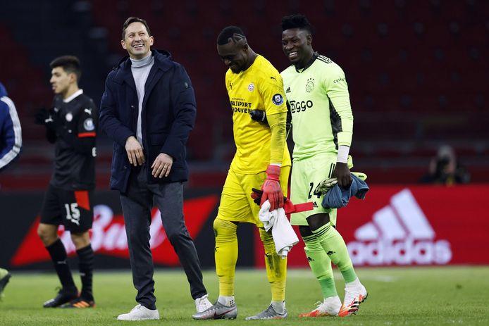 Roger Schmidt naast de keepers Yvon Mvogo van PSV en André Onana van Ajax.