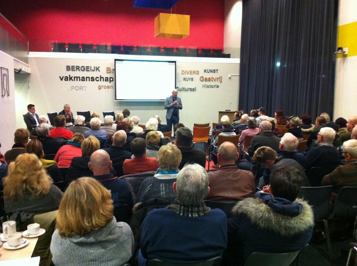 De informatieavond over Vestia in het Bergeijkse gemeentehuis werd druk bezocht.