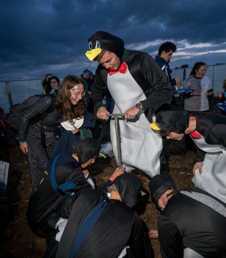 Studenten boren zich de grond in op hun 22ste editie van het NK Grondboren in Wageningen