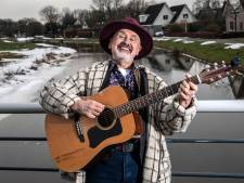Een 'nieuw' Sallands volkslied? Troubadour uit Laag Zuthem stoft zijn twintig jaar oude ode aan de streek af