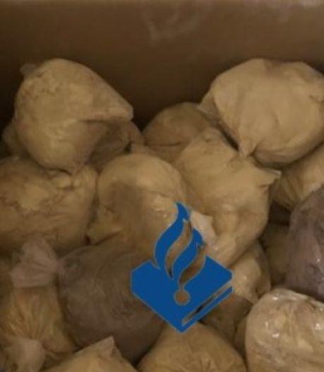 Gigantische vangst in Enschedese woonwijk: honderden kilo's drugs en wapens
