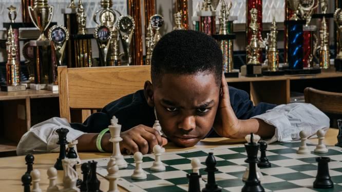 Nigeriaanse vluchteling die in daklozenopvang woonde, wordt schaakmeester op 10-jarige leeftijd