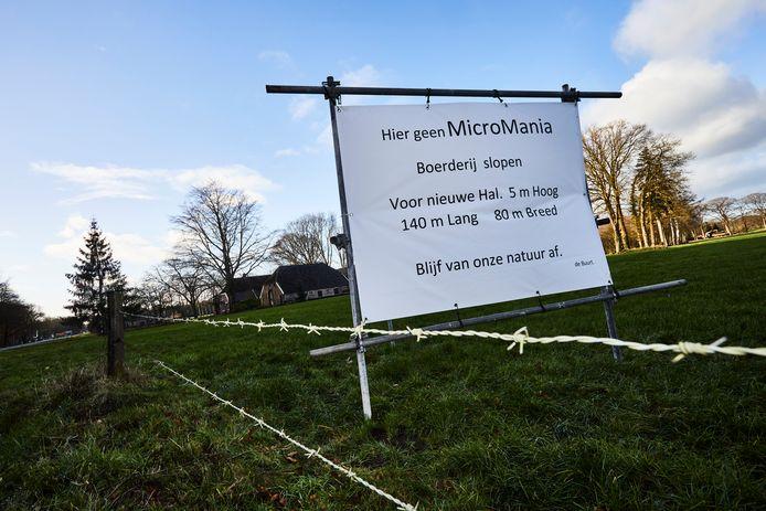 Protestborden tegen de komst van Micromania.