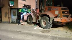 "Daders plegen ramkraak met gestolen bulldozer: ""Gevlucht richting Nederland"""