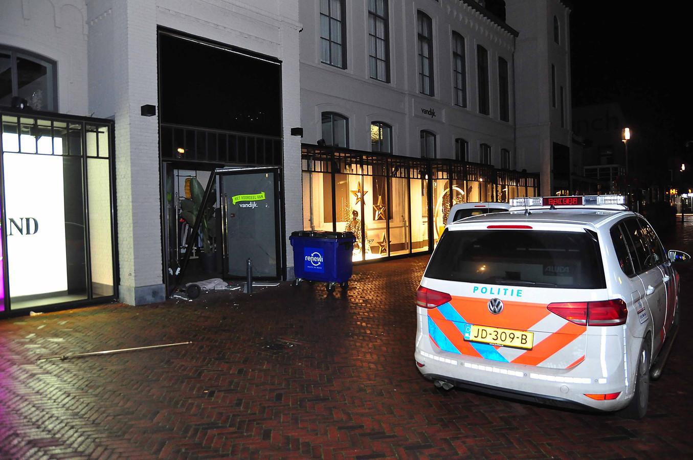 Het pand aan de Stationsstraat was volgens de politie 'ernstig beschadigd'.