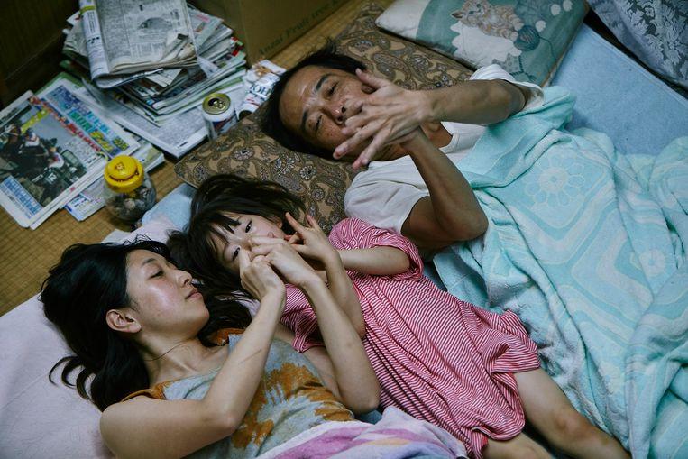 Sakura Andô, Miyu Sasaki en Lily Franky in Shoplifters van Hirokazu Kore-eda. Beeld