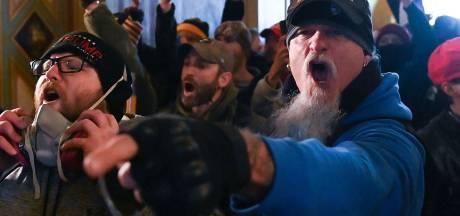 Gevangenen vallen bekende metalgitarist aan met urine en uitwerpselen: 'Een hel doorgemaakt'