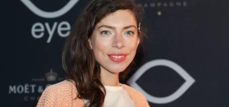 Complottheorieën en fake news: Hanna Bervoets vertelt in online avond over haar boekenweekgeschenk