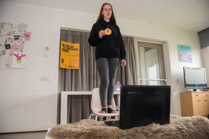 Vivian Wezenberg (27) thuis in Eindhoven. Ze doet mee met de .actie  Last Man Standing @ home van de stichting Mind.