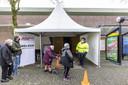 Tachtigplussers in Twente moeten naar De Schelhorst in Almelo voor de vaccinatie.