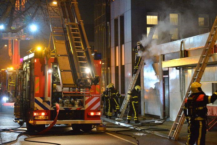 Brand bij Curry Inn.