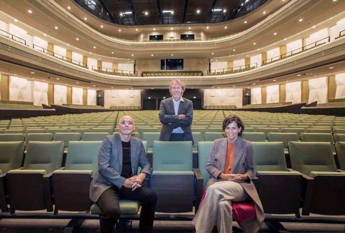 Sven Arne Tepl, Jan Zoet en Willemijn Maas in de concertzaal van Amare.