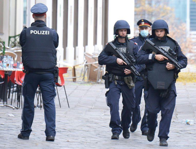 De aanslagpleger die door de politie werd doodgeschoten, was een 20-jarige man die eerder was veroordeeld voor betrokkenheid bij een terroristische organisatie.  Beeld AFP