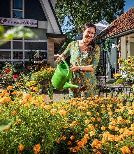Nachtburgemeester maakt bloemensteeg van braaksteeg