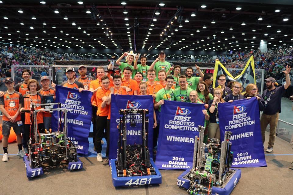 Team Rembrands, met onder meer leerlingen van het Zwijsen College in Veghel, is wereldkampioen geworden in een wedstrijd voor robots.