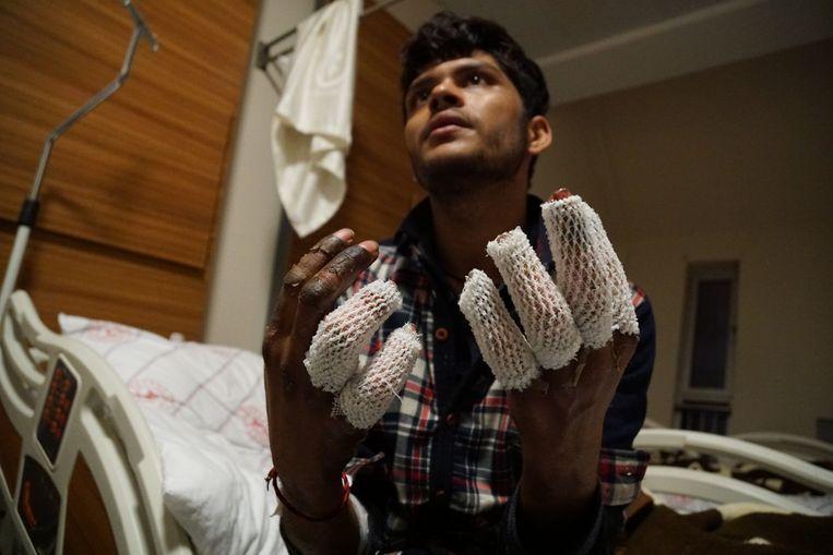 Een Pakistaanse jongen in het streekziekenhuis van Van. Beeld Melvyn Ingleby