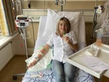 Eveline heeft borstkanker en wil snel gevaccineerd worden tegen corona: 'Anders kan ik de hele zomer nauwelijks iemand zien'